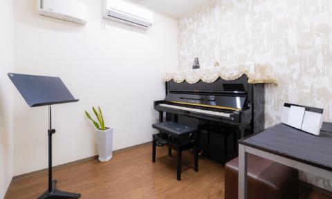 レッスン室1(約5畳)アップライトピアノ