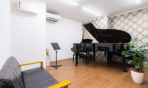 レッスン室2(約10畳)グランドピアノ
